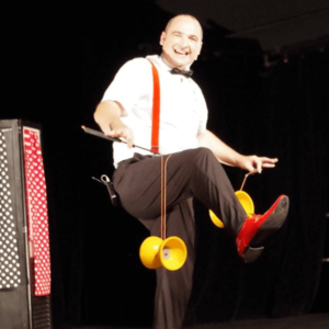 jongleur-cirque-cabaret-rennes